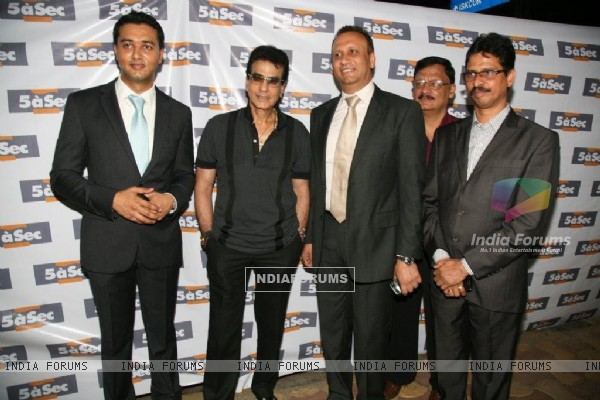 Jeetendra launches 5 a sec french laundry