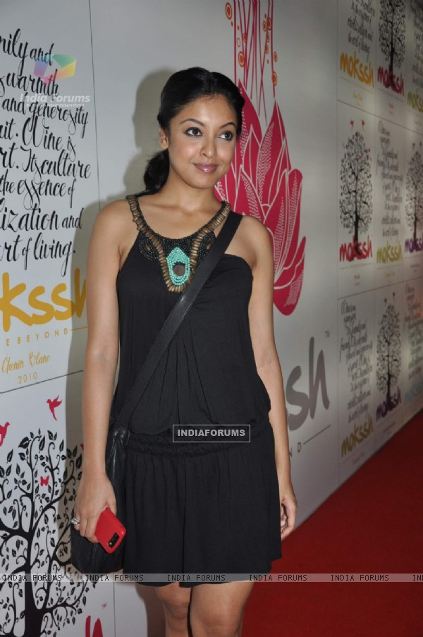 Tanushree Dutta at Mokssh wine launch Star Bazar, Andheri