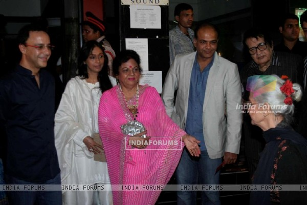 Vidhu Vinod Chopra, Ashutosh and Manoj Kumar at Closing ceremony of 12th Mumbai Film Festival