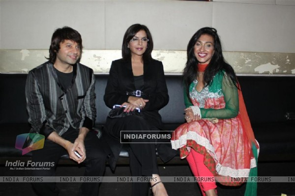 Maradona Rebello, Zeenat Aman and Rituparna at Success party of Dunno Y... Winning Viewers Choice Aw (104681)