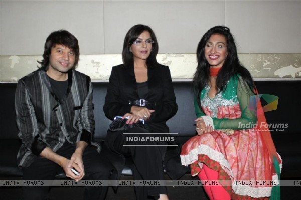 Maradona Rebello, Zeenat Aman and Rituparna at Success party of Dunno Y... Winning Viewers Choice Aw (104682)
