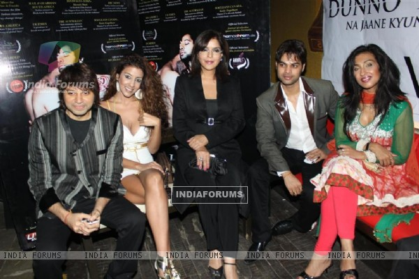 Cast at Success party of Dunno Y... Winning Viewers Choice Award (104684)