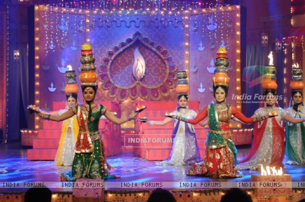Pooja Gor and Parul Chauhan Performing at Diwali Dilo Ki of Star Plus