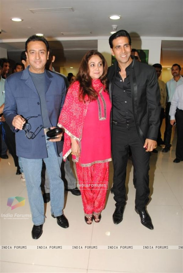 Gulshan Grover, Tina Ambani and Akshay Kumar at Dhirubai Ambani Hospital to Launch Centre for Sport