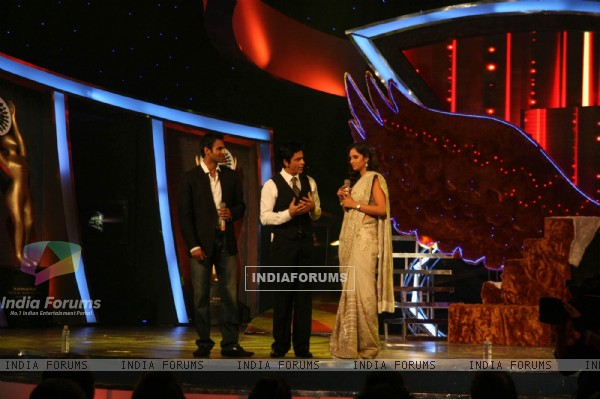 Sania Mirza and Shoaib Malik with Shahrukh Khan at Sahara Sports Awards 2010