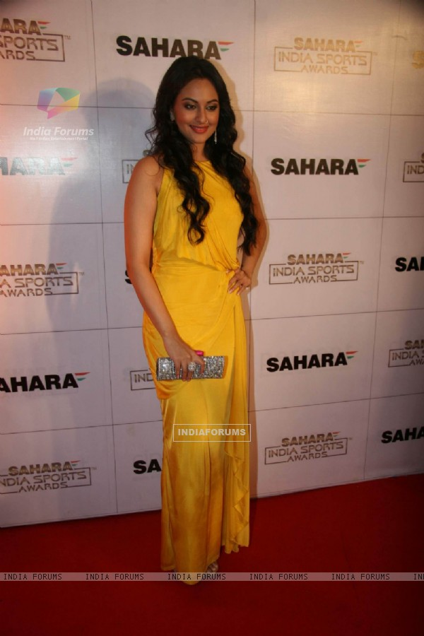 Sonakshi Sinha at Sahara Sports Awards 2010