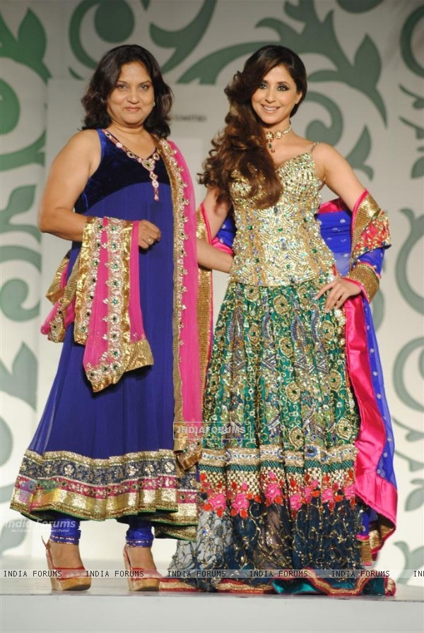 Urmila Matondkar Walks for designers Nisha Sagar at Aamby Valley India Bridal Week day 2