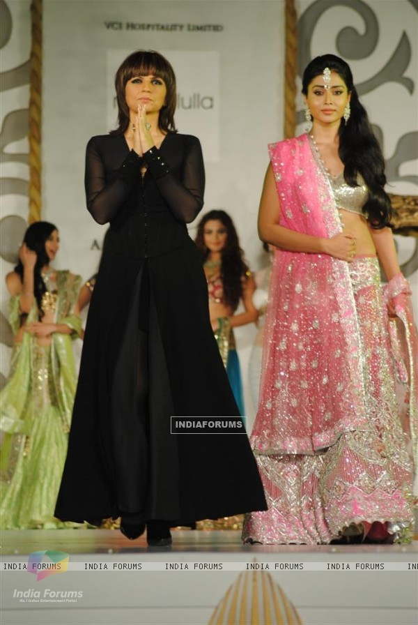 Models walk for designer Neeta Lulla at Aamby Valley India Bridal Week day 2