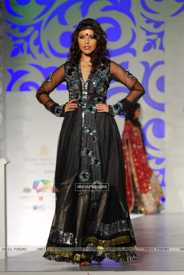 Model Walks for designers Mona Pali at Aamby Valley India Bridal Week day 3