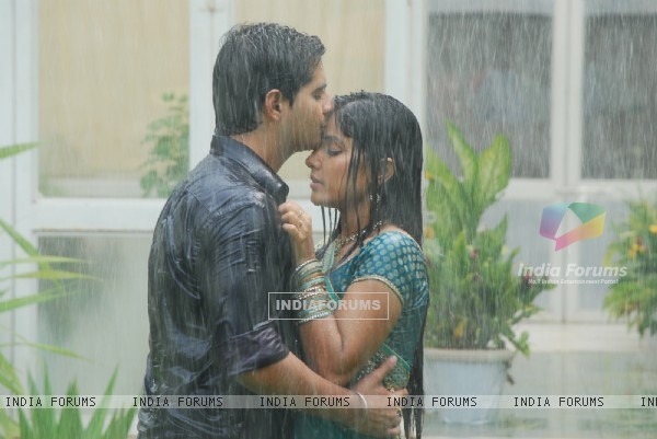 Akshara and Natik romantic scene