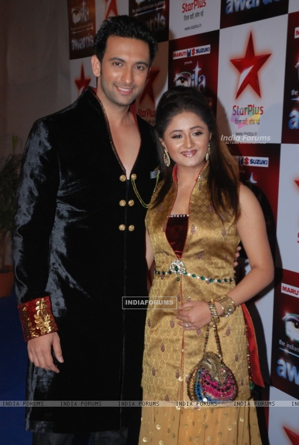 Nandish Sandhu & Rashmi Desai at the Star Plus ITA awards Red carpet