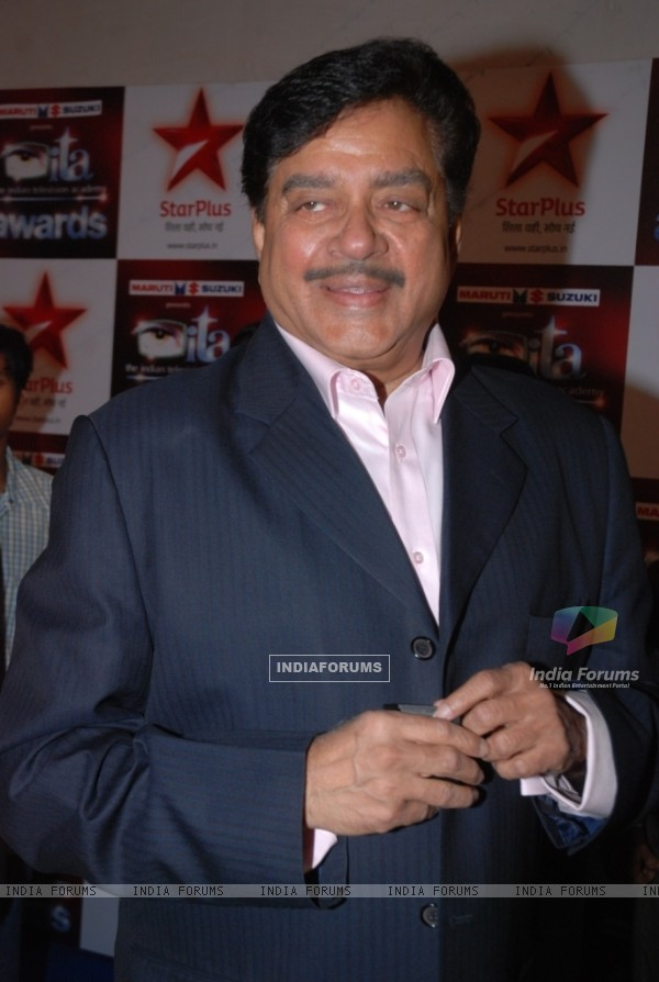Shatrugan Sinha at the Star Plus ITA awards Red carpet