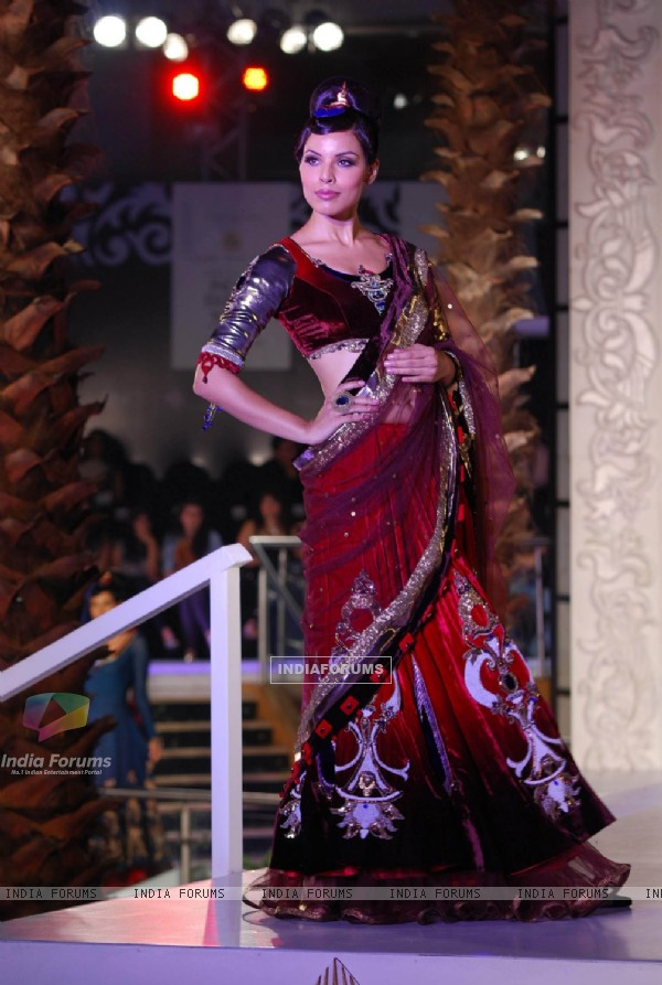 Model Walks for fashion designer Sonia Mehra at Aamby Valley Indian Bridal Week day 5