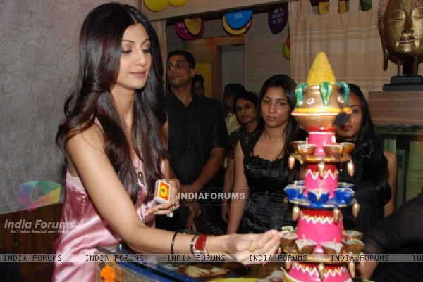 Shilpa Shetty launches branch of Iosis Spa