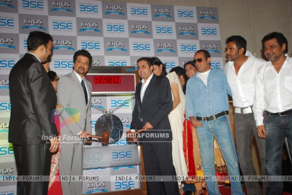Cast at 'No problem' mahurat at BSE