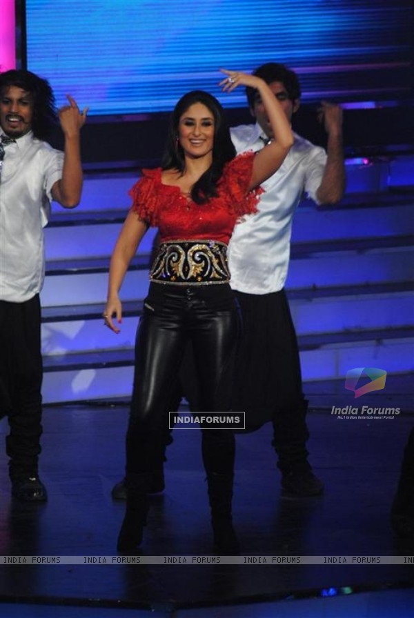 Kareena perfomed in Global Indian Music Awards at Yash Raj Studios