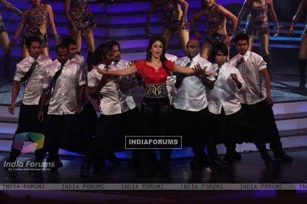 Kareena perfomance in Global Indian Music Awards at Yash Raj Studios