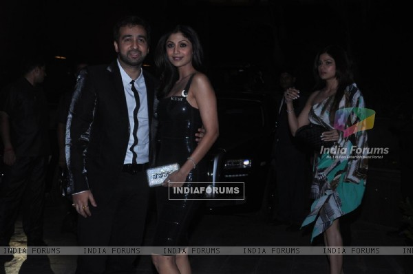 Shilpa Shetty and Raj Kundra at Baba Dewan's Birthday bash, Taj Land's End