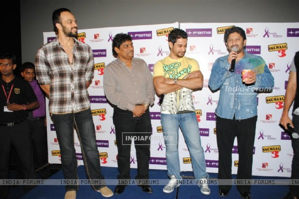 Golmaal 3 cast celebrate success of their film with underprivileged kids on Children�s Day at FAME Cinemas in Andheri, Mumbai (107347)
