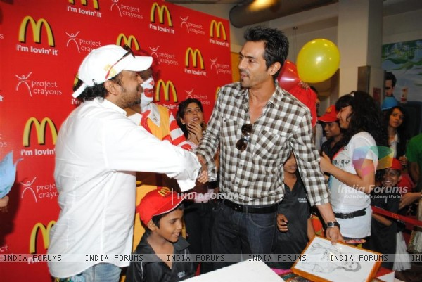 Arjun Rampal & Sajid celebrate Children�s Day with underprivileged kids at McDonalds at Fun Republic in Andheri, Mumbai