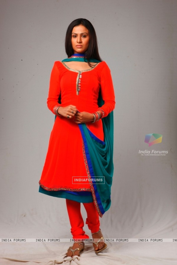 Shalini Chandran as Surbhi on COLORS Rishton Se Badi Pratha