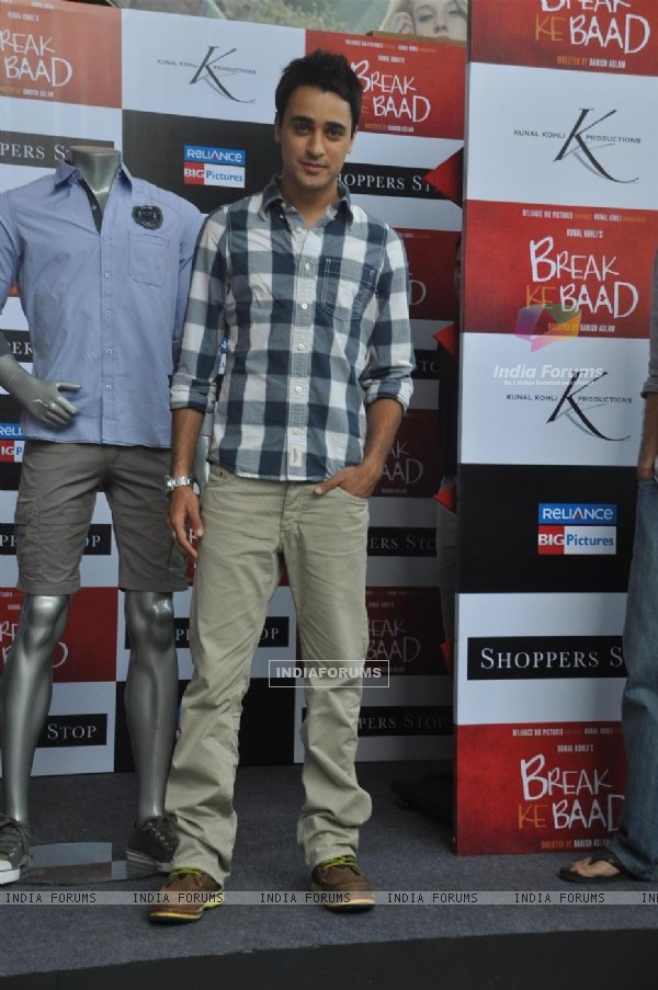 Pics Of Imran Khan In Break Ke Baad. Imran Khan at Shoppers Stop