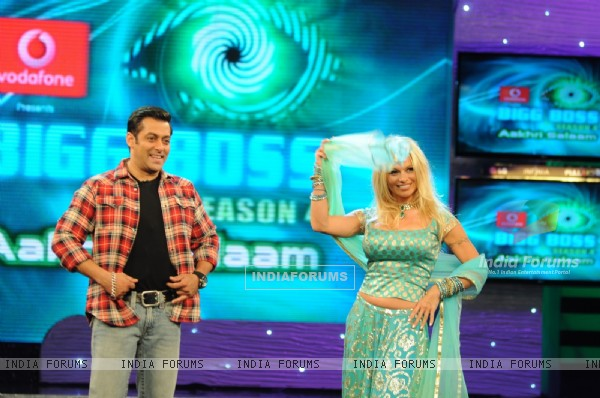Salman and Pamela dancing in Bigg Boss 4
