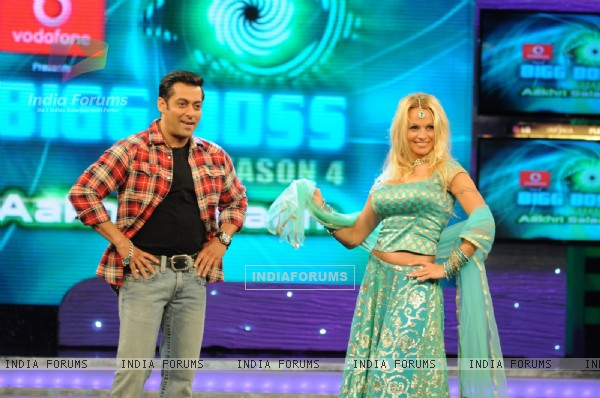 Pamela and Salman dancing in Bigg Boss 4