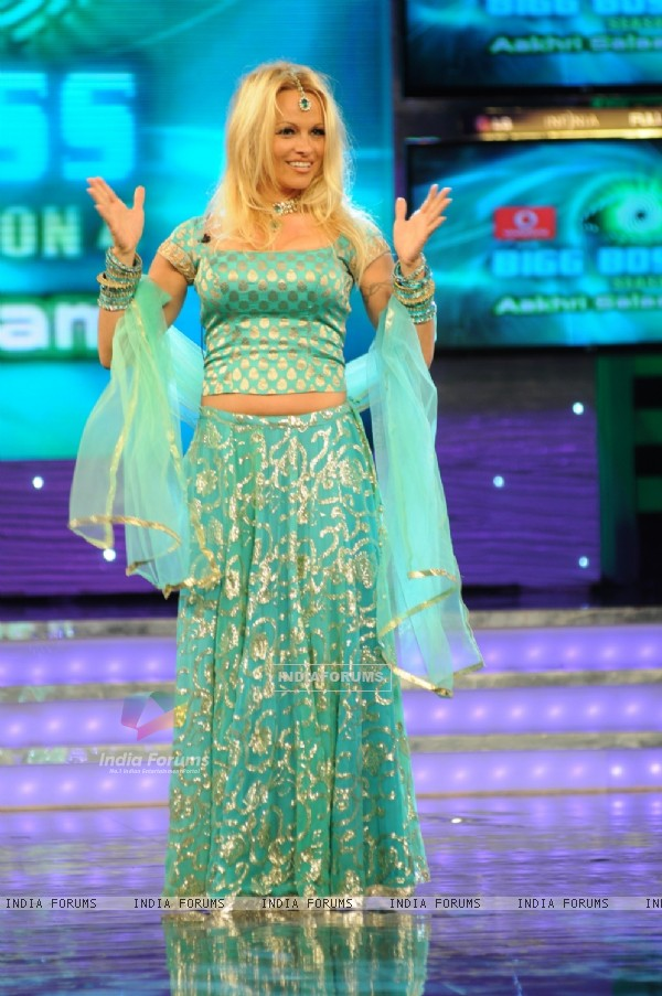 Pamela dancing in Bigg Boss 4