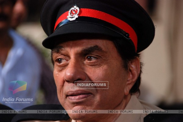 Dharmendra at Yamla Pagla Deewana film on location at Film City