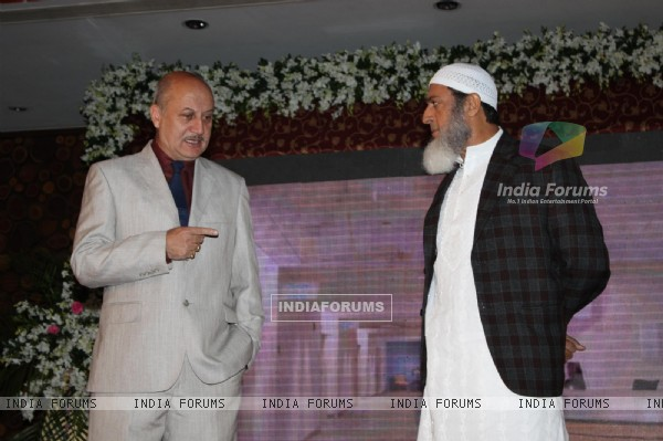 Anupam Kher and Gulshan Grover at the launch of the film 'Kuch Log' based on 26/11 attacks