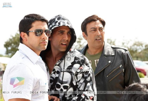 Akshay Kumar and Aftab looking confused