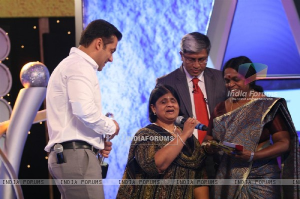 Salman Khan honoured the extraordinary achievers at IBN 7's Bajaj Allianz Super Idol Awards at Hotel TajLands End in Bandra