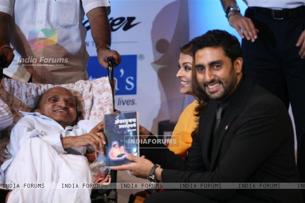 Abhishek and Aishwarya Rai Bachchan at Positive Health Award 2010 at NCPA