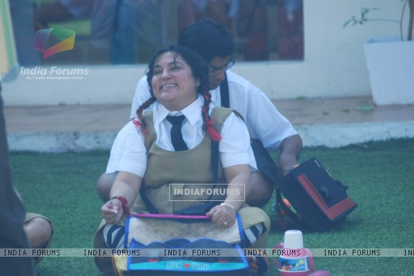 Dolly enjoying the class in Bigg Boss 4 house