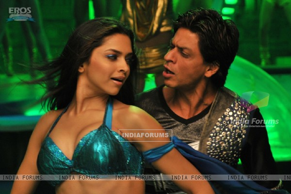 Shahrukh Khan and Deepika lookin g nice together (11058)