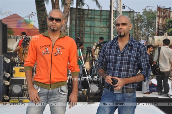 Rajeev and Raghu anchored the 'Provogue Tees Maar Khan Beach Party'