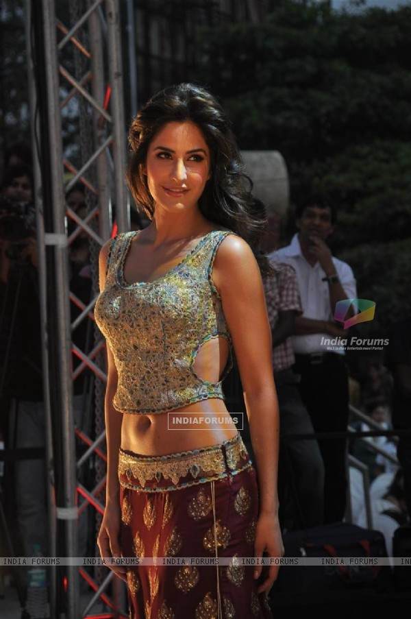 "Katrina Kaif danced on the song Sheila ki Jawaani at Film ""TEES MAAR KHAN'' promotion Beach Party"
