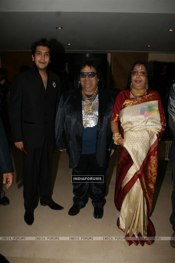 Bappi Lahiri with his wife and son at Sameer daughter Shanchita & Abhishek wedding at Sun and Sands