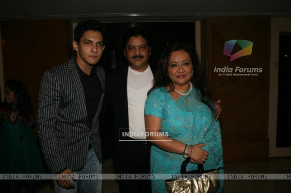 Udit Narayan with his wife and son Aditya at Sameer daughter Shanchita & Abhishek wedding at Sun and