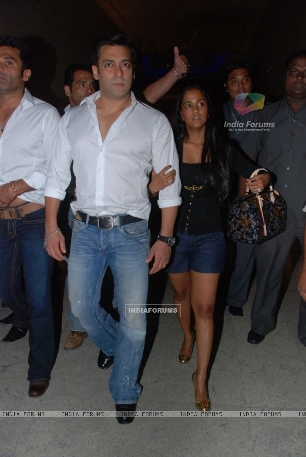 Salman Khan, Sohail Khan, Sunil Shetty & Ritesh Deshmukh grace CCL launch at Hyatt Regency, Mumbai. .