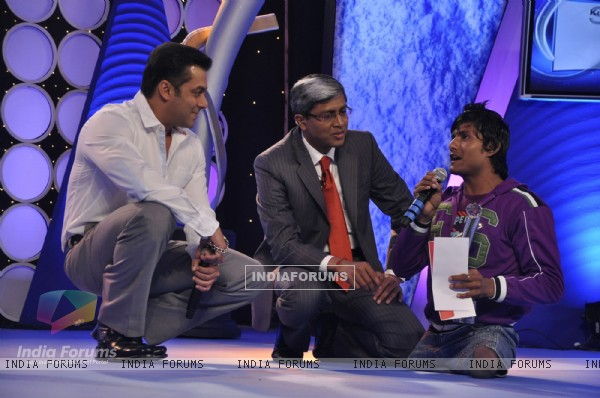 Salman Khan graces IBN 7 super idol awards at Taj Lands End in Mumbai. .