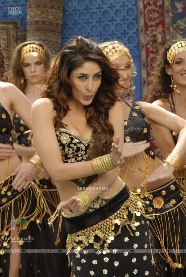 Hottie Kareena in black