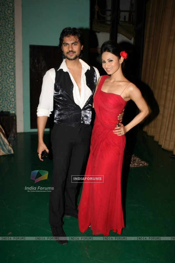 Gaurav Chopra and Mouni Roy at Vandana Sajnani's play Fourplay at Rangsharda. .