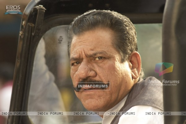 Ompuri looking shocked in Billu Barber