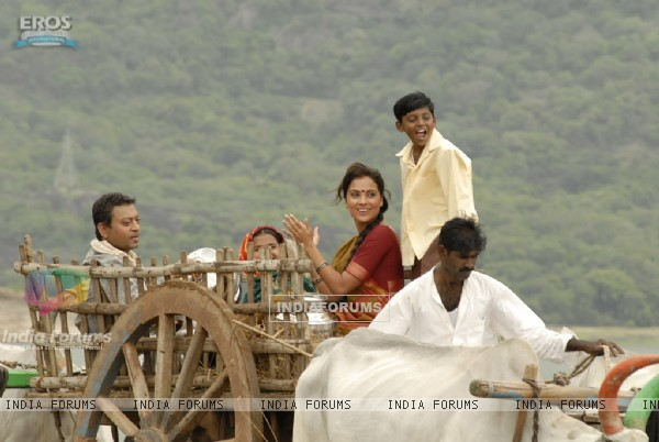 Irfan and Lara sitting on a bullock cart (11139)