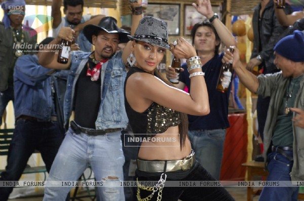 Bipasha dancing on the song