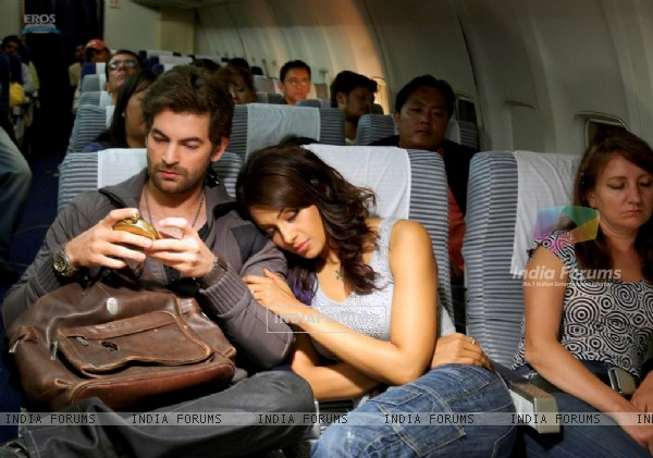 Bipasha relaxing on Neil shoulder