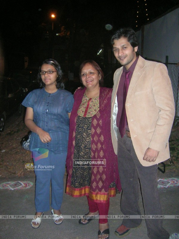 Swapna Joshi with her daughter and actor Abhay Vakil