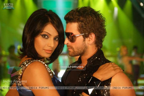 Lovable scene of Neil and Bipasha